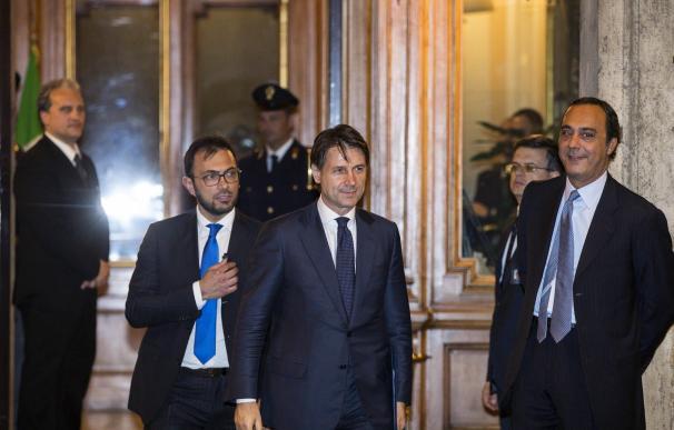 El primer ministro designado italiano Giuseppe Conte sonríe tras aceptar el nombramiento en el Palacio Quirinale./ EFE