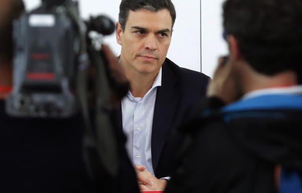 El secretario general del PSOE, Pedro Sánchez, durante la reunión de la Ejecutiva Federal del partido, en la sede de Ferraz, mientras el grupo socialista ha registrado en el Congreso la moción de censura contra el presidente del Gobierno, Mariano Rajoy,
