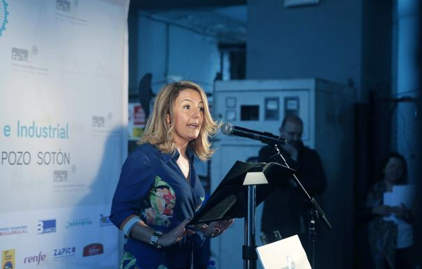 La presidenta de Hunosa, María Teresa Mallada, interviene en la inauguración de la tercera edición de la Feria de Turismo Minero e Industrial en el Pozo Sotón. EFE/José Luis Cereijido.