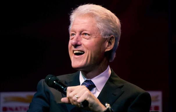 Bill Clinton reprueba una ley de defensa del matrimonio que él firmó hace 17 años