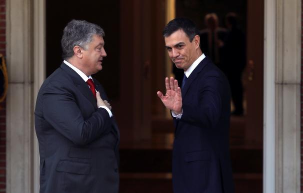 Pedro Sánchez ha recibido en el Palacio de la Moncloa al presidente de Ucrania, Petro Poroshenko