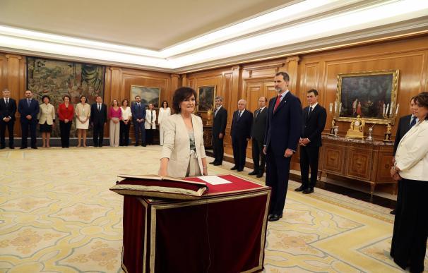 Carmen Calvo promete su cargo./ EFE