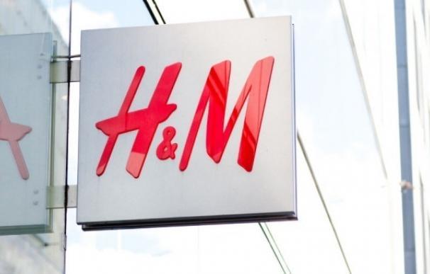 H&M se apunta al 'lujo asequible': lanza /Nyden, con chaquetas por 2.000 euros