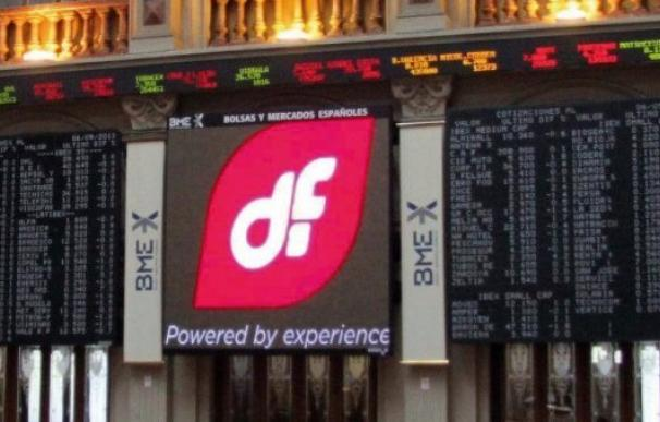 El logo de Duro Felguera en el panel de la Bolsa de Madrid (EFE)
