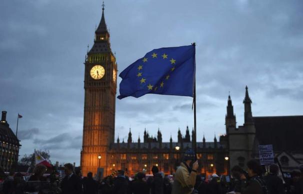 El Brexit sale caro: May se compromete a pagar el doble por dejar la UE