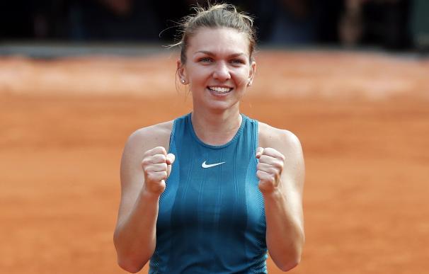 Simona Halep tras su victoria en la final de Roland Garros en París ante Sloane Stephens EFE/EPA/GUILLAUME HORCAJUELO