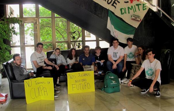 Cuarta noche de encierro en Badajoz contra la repetición de exámenes de EBAU
