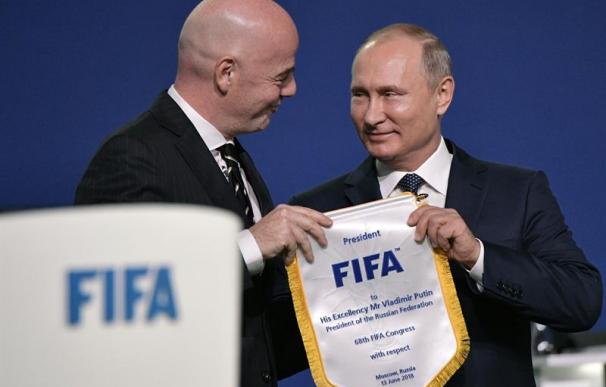 El presidente de Rusia, Vladimir Putin, junto al de la FIFA, Gianni Infantino / EFE