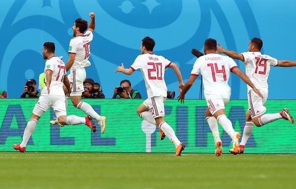 Los jugadores de Irán celebran el tanto que les dio la victoria. / EFE