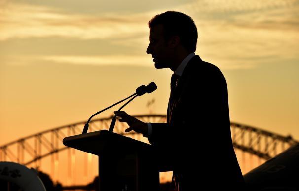 El presidente galo, Emmanuel Macron, ofrece un discurso durante un evento sobre estrategia defensiva en el buque anfibio HMAS Canberra en Sídney (Australia) el 2 de mayo de 2018. EFE/ Peter Parks Pool