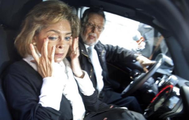 María José Alcón, junto con su marido