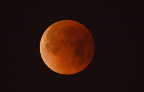 El verano traerá eclipses de luna totales