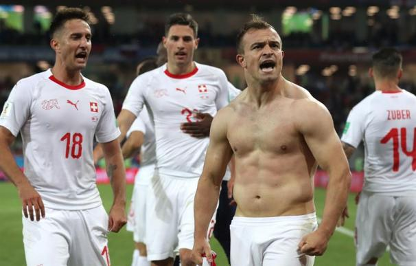 Xherdan Shaqiri celebrando el gol de la remontada
