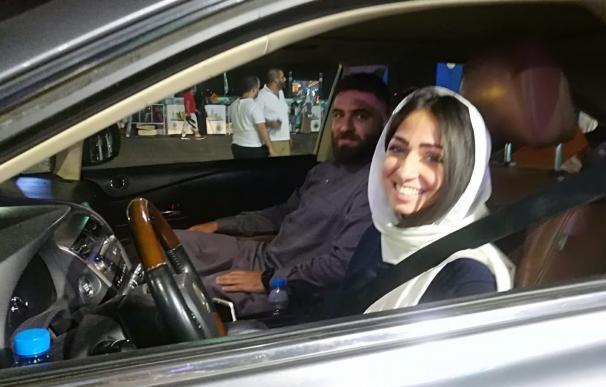 Una conductora saudí al volante poco después de que entrará en vigor el decreto en Riad, Arabia Saudí ( EFE/EPA)