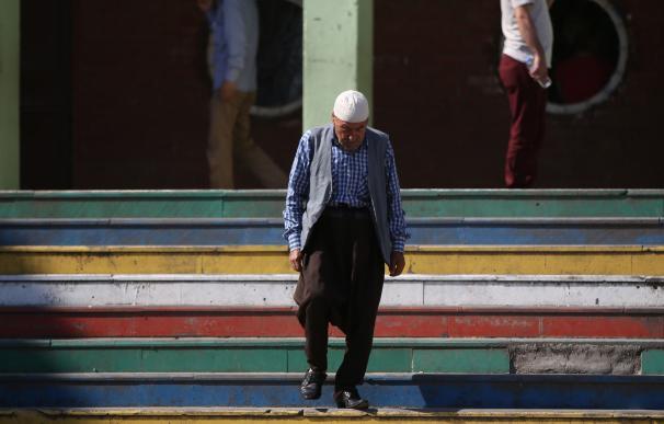 Un kurdo tras emitir su voto para las elecciones presidenciales y parlamentarias turcas en Diyarbakir, Turquía, el 24 de junio de 2018 (EFE/EPA/STR)