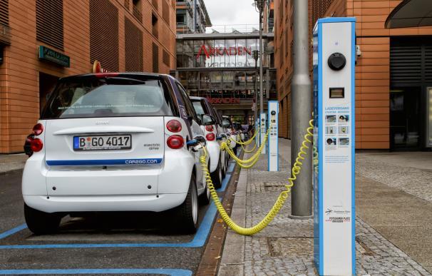 Las eléctricas quieren que la red de carga del coche eléctrico se pague con el recibo de la luz