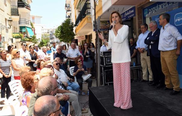 La candidata a la presidencia del PP María Dolores de Cospedal en Estepona