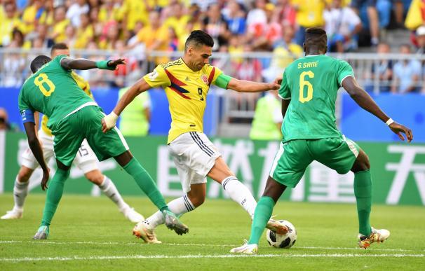 Falcao intenta driblar a un jugador durante el encuentro. /CORDON PRESS