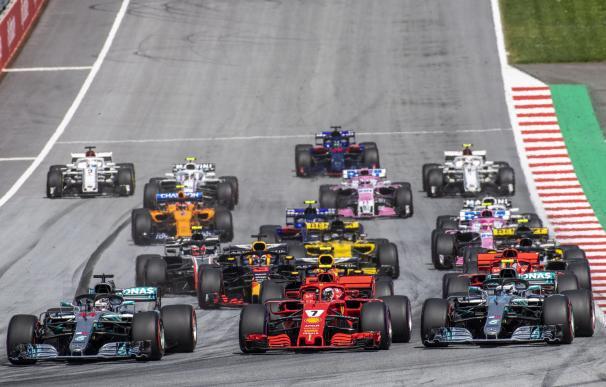 Salida del Gran Premio de Austria en el circuito Red Bull Ring en Spielberg (EFE/EPA/CHRISTIAN BRUNA)