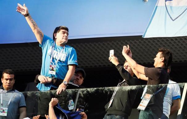 Fotografía de Maradona en su palco del Mundial de Rusia.