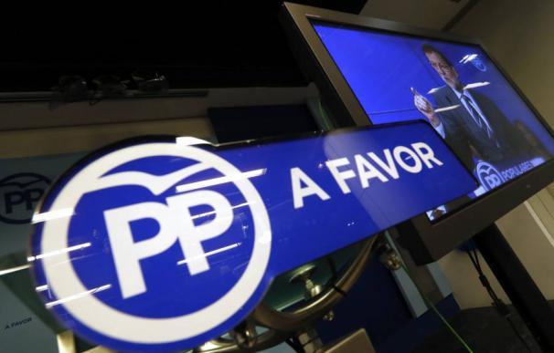 Pantalla en la sala de prensa del PP durante un discurso de Rajoy