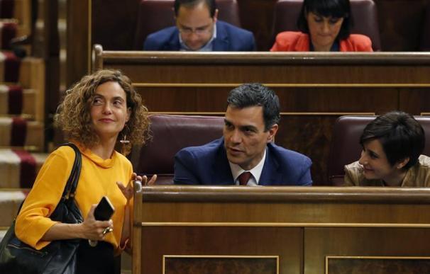 Fotografía Meritxel Batet y Pedro Sánchez
