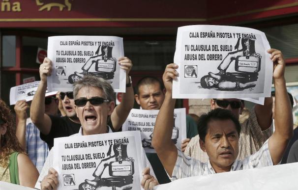 Una juez de Madrid decidirá si anula las cláusulas suelo de 101 entidades
