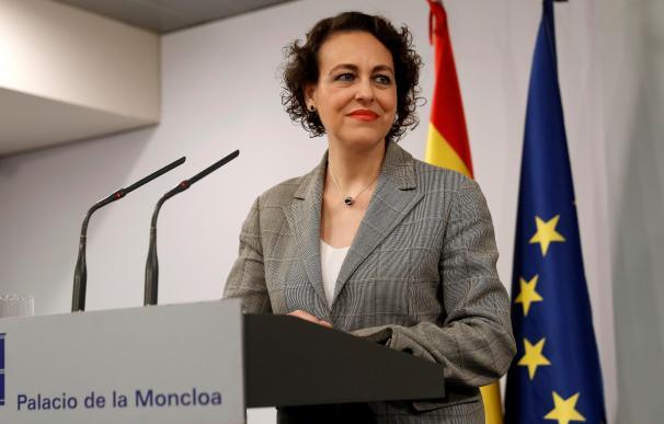 La ministra Magdalena Valerio tras la reunión con sindicatos y patronal en Moncloa
