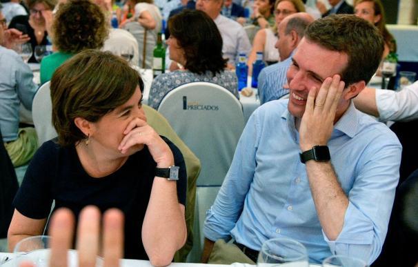 Fotografía facilitada por el Partido Popular de sus candidatos a la presidencia del partido, Soraya Sáenz de Santamaría y Pablo Casado (d). EFE/David Mudarra