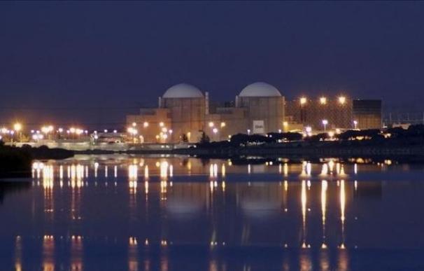 Central nuclear de Almaraz, junto al Tajo.