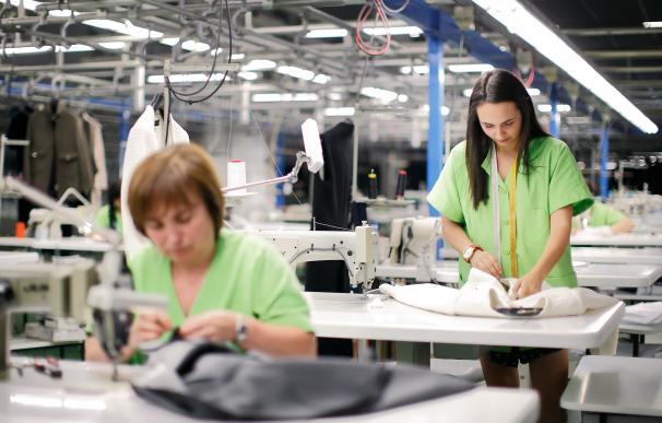 Imagen de trabajadoras de una fábrica de Inditex