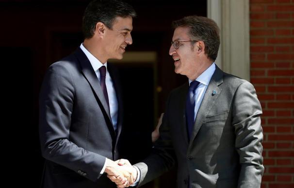 Pedro Sánchez recibe al presidente de la Xunta de Galicia, Alberto Núñez Feijóo