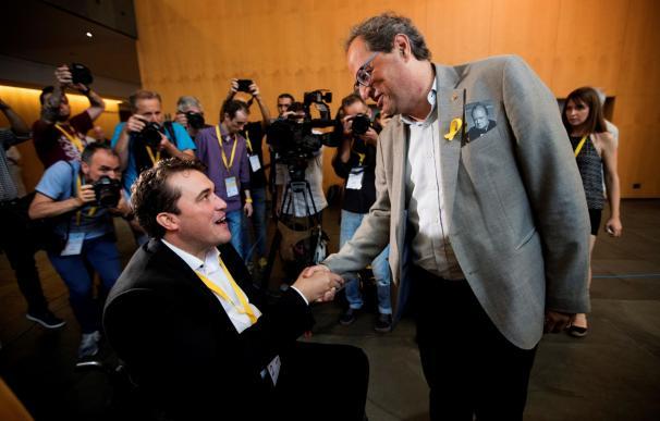 David Bonvehí (i), felicitado por el presidente de la Generalitat de Cataluña, Quim Torra (d) EFE/Marta Pérez