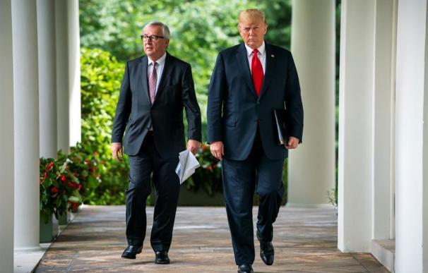 Donald Trump y Jean-Claude Juncker tras su reunión por la guerra comercial.