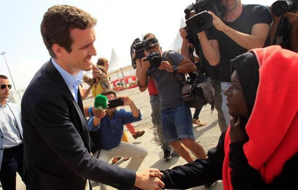 Fotografía de Pablo Casado durante su visita a Algeciras, inmigración