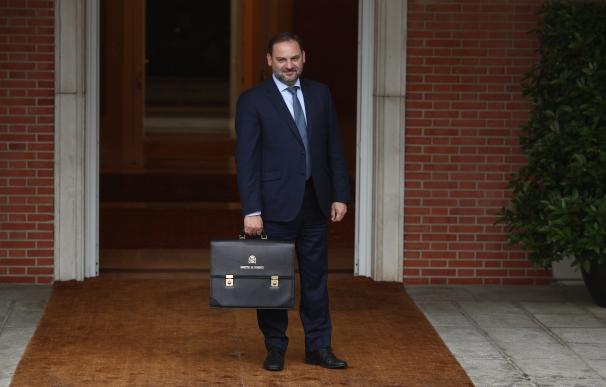 José Luis Ábalos, ministro de Fomento, llega a su primer Consejo de Ministros