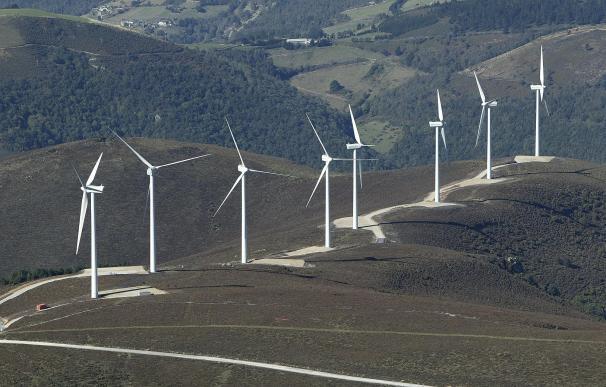 Avanza la tramitación de los dos parques eólicos entre Cantabria y Burgos con 16 molinos