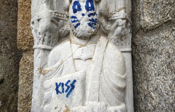 Figura de la Catedral de Santiago pintada tras un acto vandálico