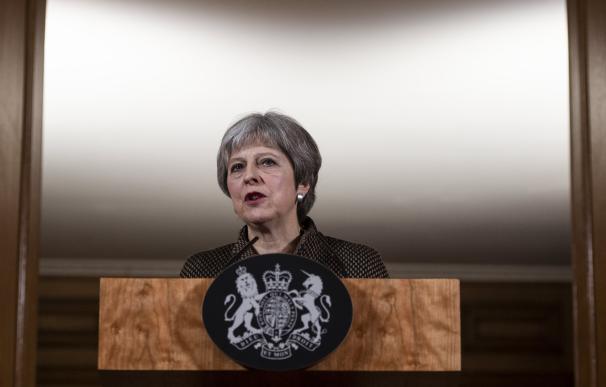 La Primera Ministra británica Theresa May explica la operación en Siria en rueda de prensa desde Downing Street (EFE/EPA/WILL OLIVER)