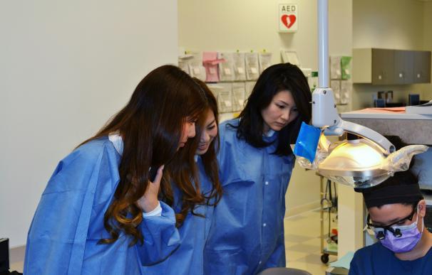Fotografía de estudiantes japonesas en la Universidad.