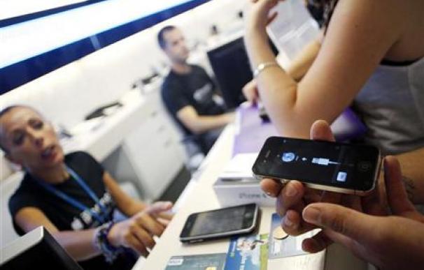 Telefónica pierde 60.000 líneas de móviles en mayo en España