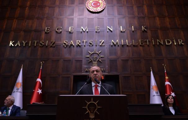 El Presidente Recep Tayyip Erdogan, habla durante un acto en la Gran Asamblea Nacional de Turquía en Ankara, el 7 de julio de 2018. (EFE / EPA / STR)