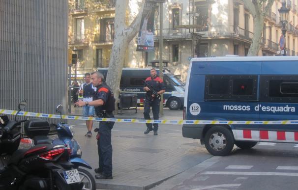 Duelo en la UIB por las víctimas del atentado terrorista en Barcelona
