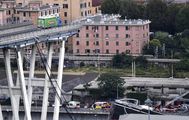 Puente Morandi que colapsó el martes en la ciudad italiana de Génova. / EFE