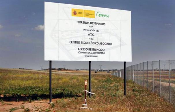 Cartel en los terrenos destinados al ATC en Villar de Cañas.