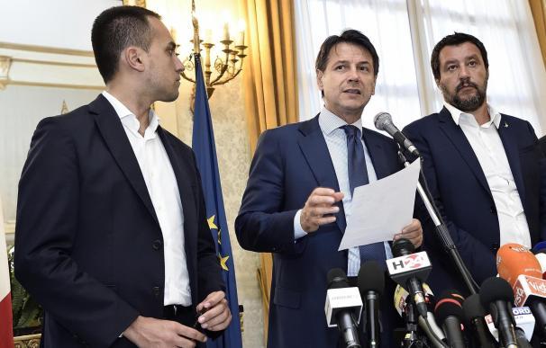 El primer ministro italiano, Giuseppe Conte, en una rueda de prensa tras el derrumbe del puente en Génova