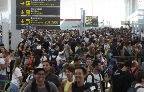 El Gobierno impone el arbitraje para acabar con el conflicto en El Prat por la vía rápida