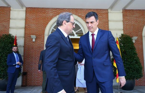 Sánchez y Torra en distintas dependencias de Moncloa