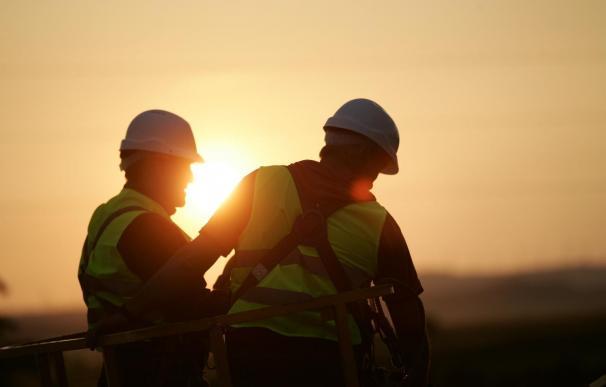 Patronal y sindicatos se unen en favor de la construcción y el empleo en el sector