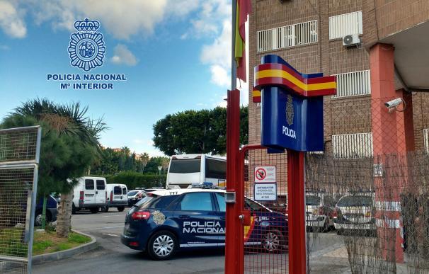 Detenidos seis menores acusados de prender un contenedor y el suelo de un parque infantil en Almería